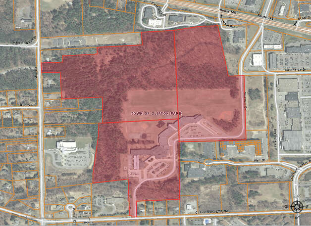 Image shows the three parcels and 88 acres Shenendehowa schools owns in the vicinity of Route 146, Maxwell Road and  Moe Road. School leaders want to sell about 40 acres of the land and use some of the proceeds to possibly build the district?s first school in Halfmoon. Photo: Jscavo