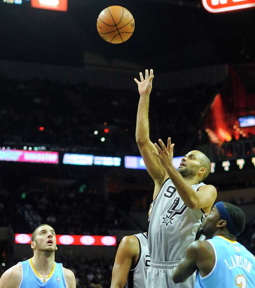 Tony Parker of the Spurs shoots after an offensive rebound against Denver in the AT&T Center on Nov. 17, 2012. Photo: Billy Calzada, San Antonio Express-News / SAN ANTONIO EXPRESS-NEWS