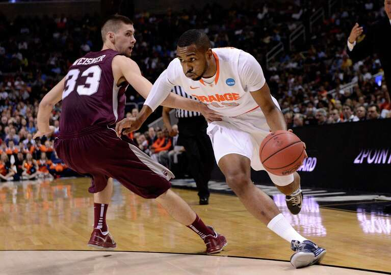 James Southerland #43 of the Syracuse Orange drives with the ball against Mike Weisner #33 of the Mo