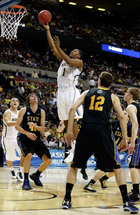 Glenn Robinson III (1) of the Wolverines contributed 21 points to help Michigan to a 71-56 win over South Dakota State. Photo: Gregory Shamus / Getty Images