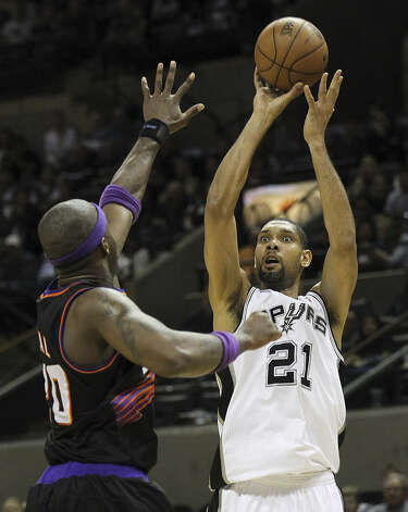 Tim Duncan is averaging 27.7 points, 14.7 boards and 3.3 rebounds over his past three games.