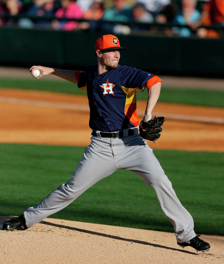 Astros starting pitcher Lucas Harrell throws during the first inning. Photo: Carlos Osorio, Associated Press / AP