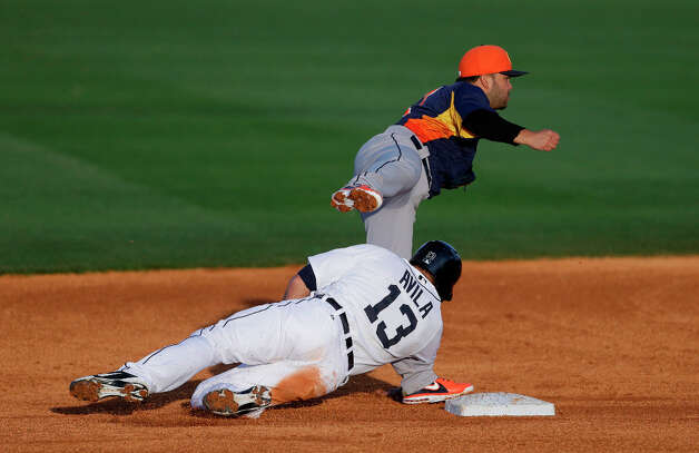 Alex Avila (13) tries breaking up a double play by Astros second baseman Jose Altuve during the third inning. Photo: Carlos Osorio, Associated Press / AP