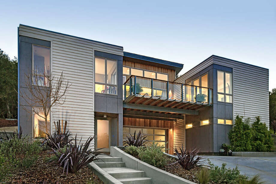 Who said a prefabricated house can't be beautiful? These photos are from a U.S.-based company that is selling gorgeous prefabricated homes. Photo: BluHomes