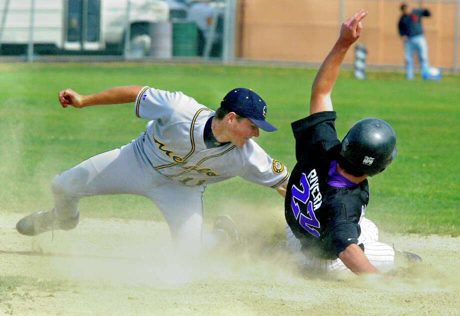 Menlo School's Ryan Cavan tags out Sequoia's  Mike Rivera as he fails to steal second base in the 5th inning a game 3-0 vs. Sequoia High School  at Sequoia in 2004 in Redwood City. Photo: Darryl Bush, SFC / The Chronicle