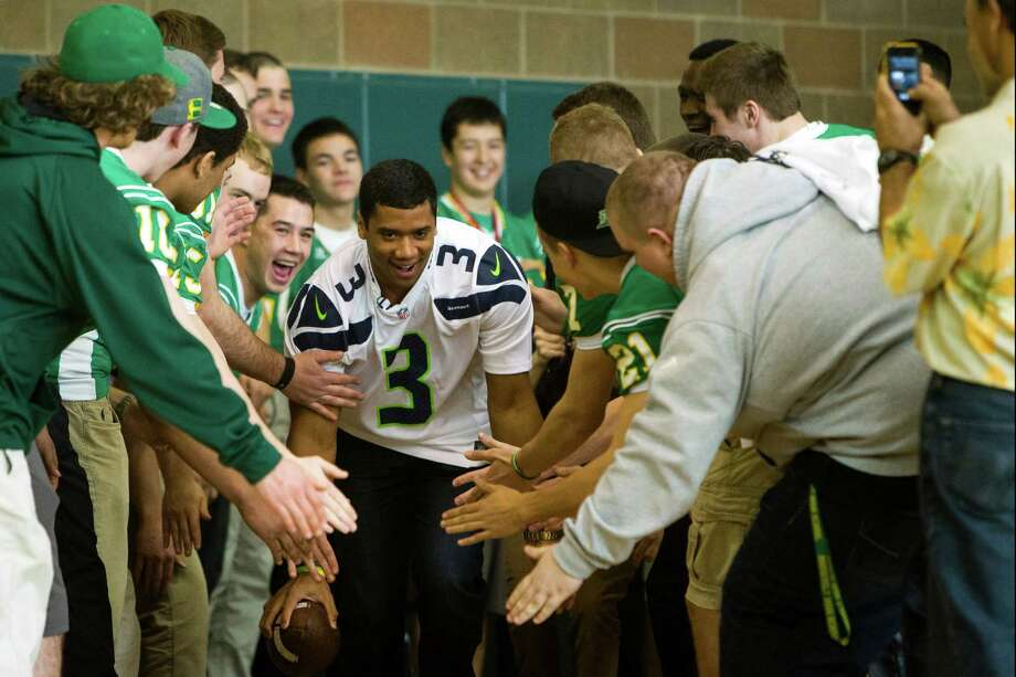 With ball in hand, Russell Wilson, center, charges through a tunnel of Roosevelt football players. Photo: JORDAN STEAD / SEATTLEPI.COM