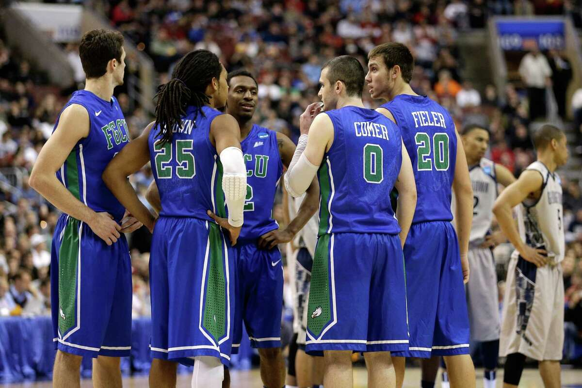 Eddie Murray #23, Sherwood Brown #25, Bernard Thompson #2, Brett Comer #0 and Chase Fieler #20 of the Florida Gulf Coast Eagles huddle up in the second half against the Georgetown Hoyas.