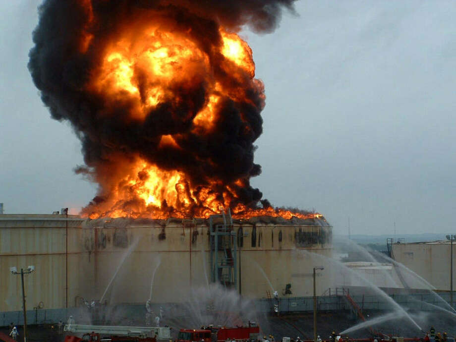 A lightning strike caused this fire at the Magellan Midstream Partners distribution terminal in Kansas City, Kan., in 2008. Photo: Lightning Eliminators & Consultants