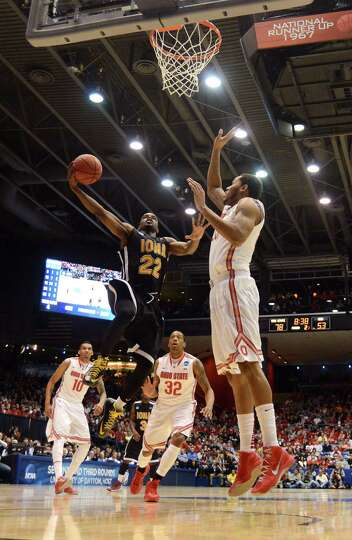 Sean Armand #22 of the Iona Gaels drives to the basket against Amir Williams #23 of the Ohio State B