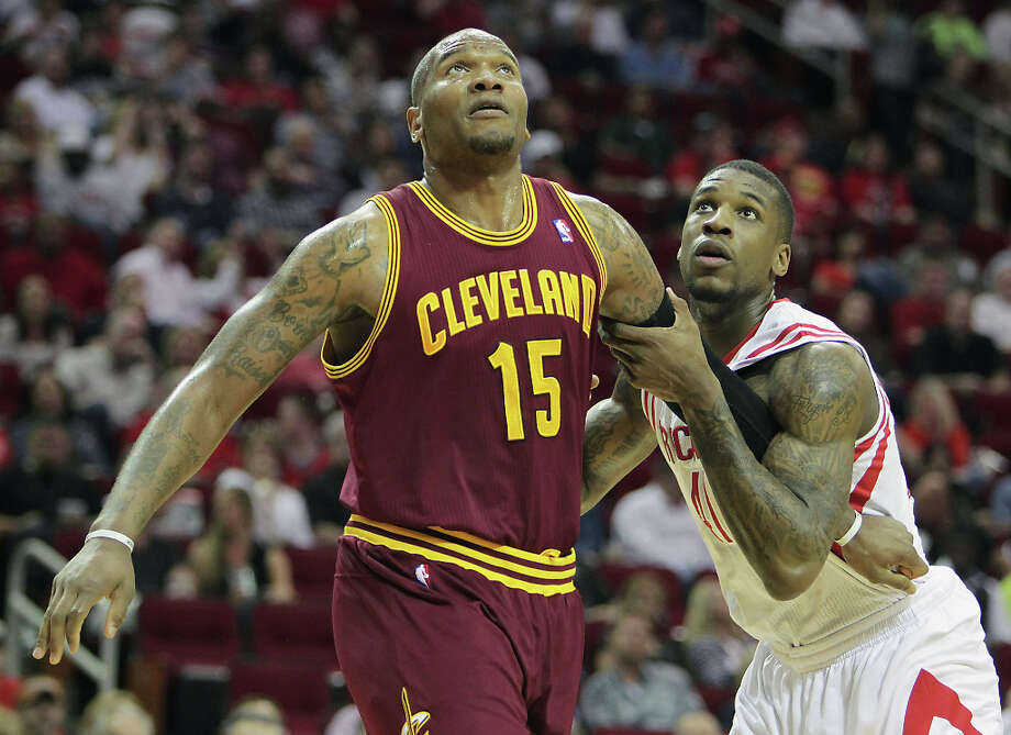 Cavaliers forward Marreese Speights and Rockets forward Thomas Robinson look for the ball during the second quarter. Photo: James Nielsen / © 2013 Houston Chronicle