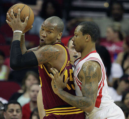 Greg Smith of the Rockets defends Marreese Speights of the Cavaliers. Photo: James Nielsen / © 2013 Houston Chronicle
