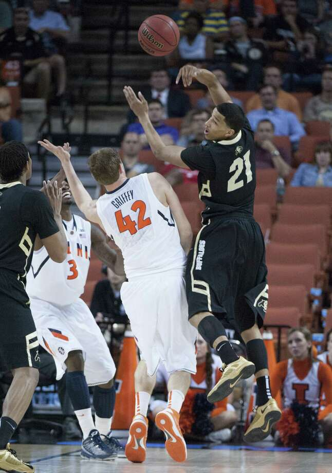 Andre Roberson (21) of Colorado makes a pass against Tyler Griffey (42) of Illinois in Friday's NCAA Tournament game in Austin. Photo: George Bridges / MCT
