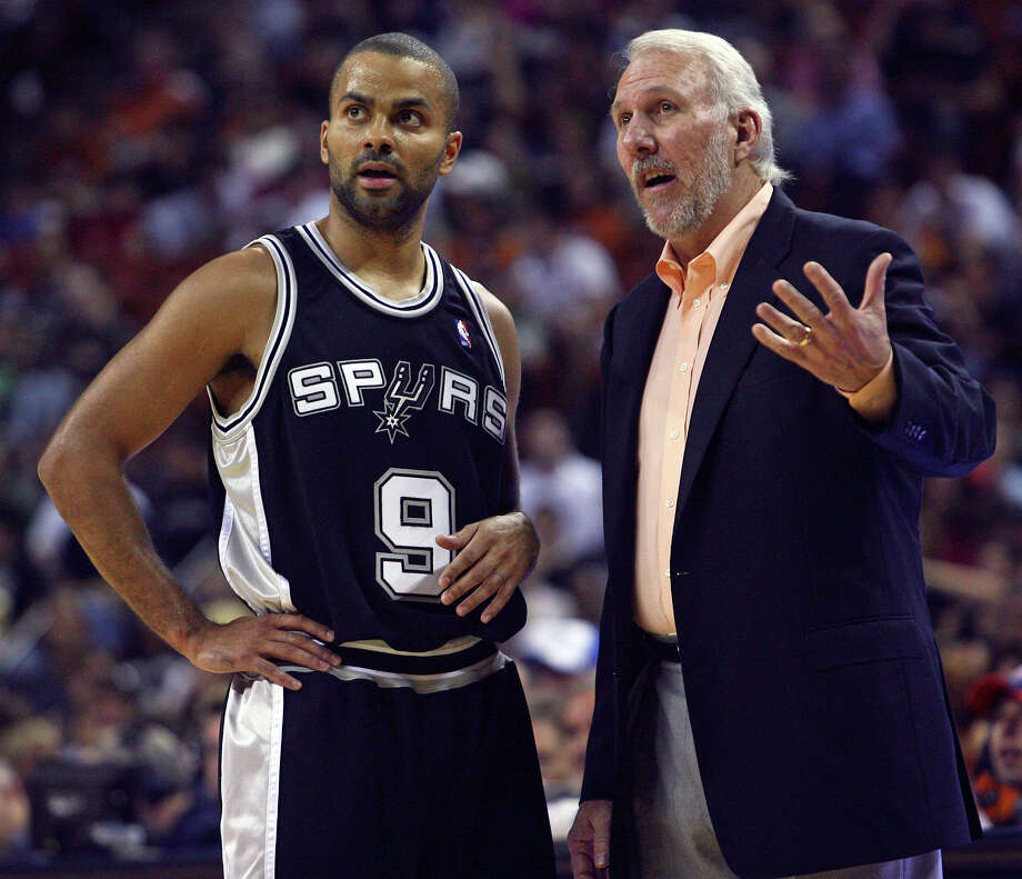 Coach Gregg Popovich explains plays to Tony Parker after some early confusion as the Spurs play the Oklahoma City Thunder at the Erwin Center in Austin on Oct. 20, 2009. Photo: TOM REEL, SAN ANTONIO EXPRESS-NEWS / treel@express-news.net