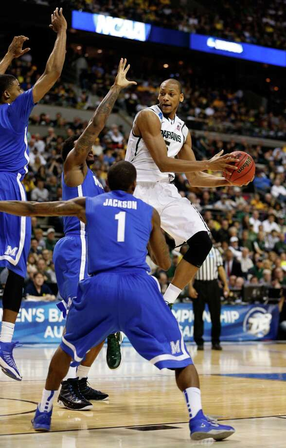 Adreian Payne #5 of the Michigan State Spartans looks to pas as he drives against Joe Jackson #1 of the Memphis Tigers. Photo: Gregory Shamus, Getty Images / 2013 Getty Images