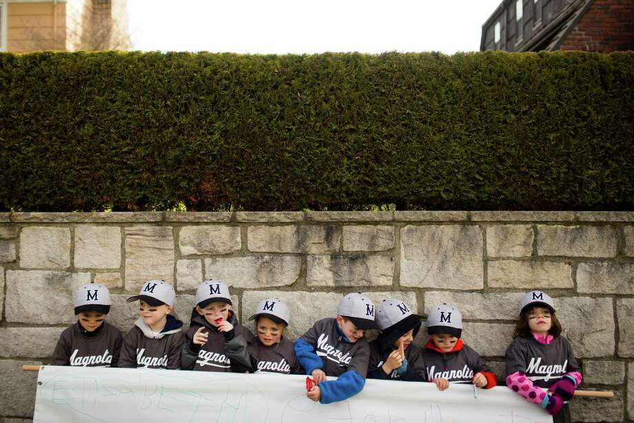 Kids struggle to hold up their team's sponsor sign for a parent photo op. Photo: JORDAN STEAD / SEATTLEPI.COM