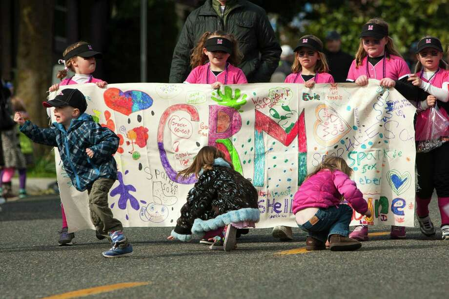 Younger onlookers took to the streets to recover thrown bits of candy. Photo: JORDAN STEAD / SEATTLEPI.COM