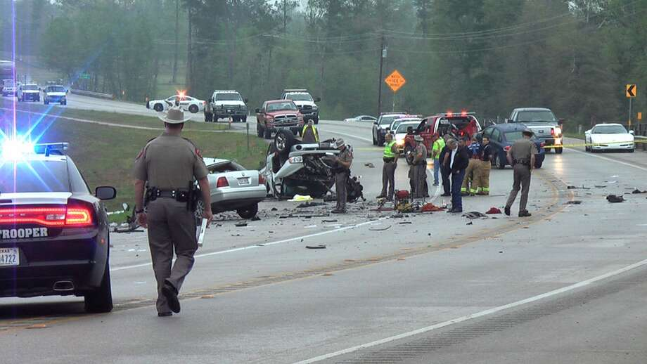 Police investigate the crash in Conroe on Saturday morning. (J. Scott Engle/Montgomery County Police Reporter)