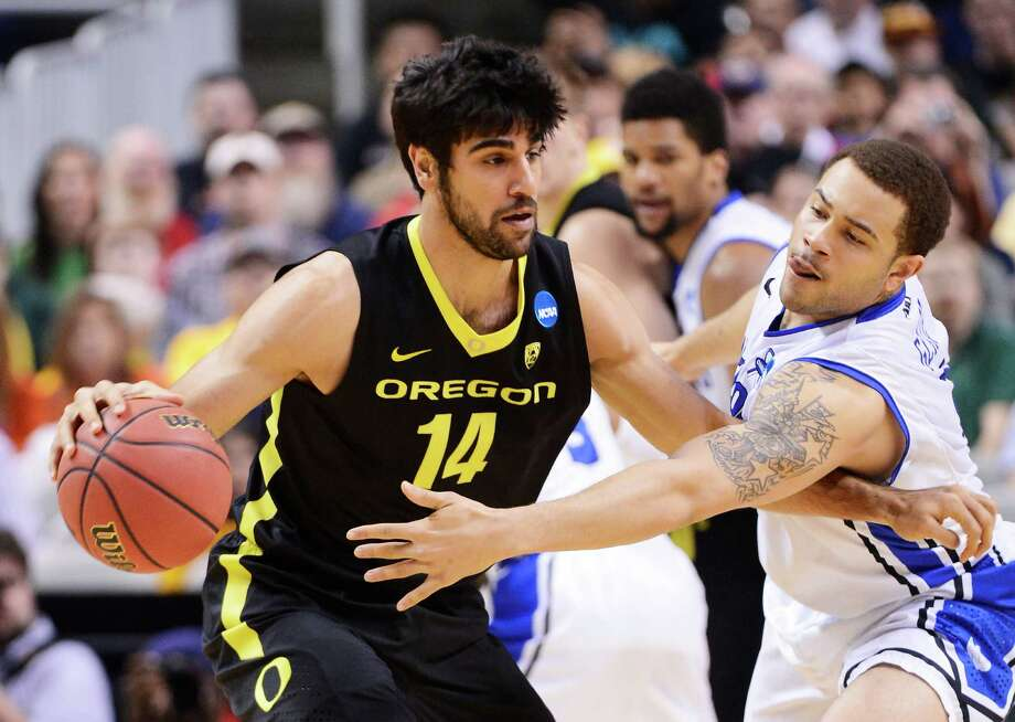 SAN JOSE, CA - MARCH 23:  Arsalan Kazemi #14 of the Oregon Ducks drives against Grandy Glaze #1 of the Saint Louis Billikens in the first half during the third round of the 2013 NCAA Men's Basketball Tournament at HP Pavilion on March 23, 2013 in San Jose, California. Photo: Thearon Henderson, Getty Images / 2013 Getty Images