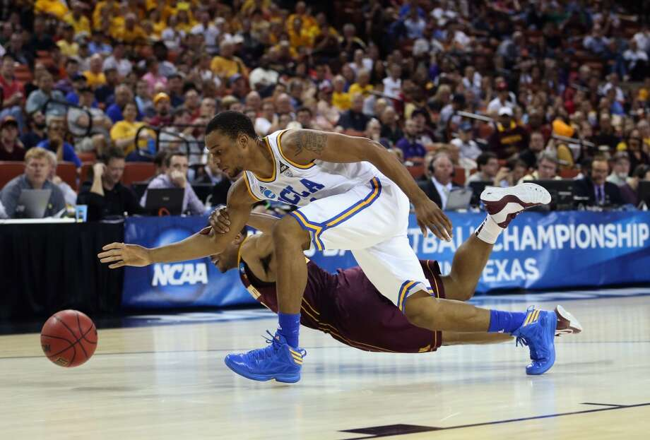 AUSTIN, TX - MARCH 22:  Norman Powell #4 of the UCLA Bruins steals the ball from Andre Hollins #1 of the Minnesota Golden Gophers during the second round of the 2013 NCAA Men's Basketball Tournament at The Frank Erwin Center on March 22, 2013 in Austin, Texas.  (Photo by Ronald Martinez/Getty Images)