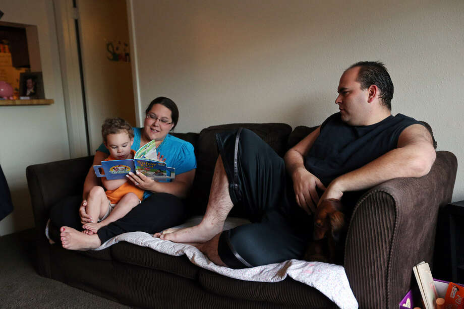 Prison guard Steve Milner with wife Cayla and son Shaun at their apartment in Bay City. They left Karnes County because of high rent. Photo: Jerry Lara / San Antonio Express-News