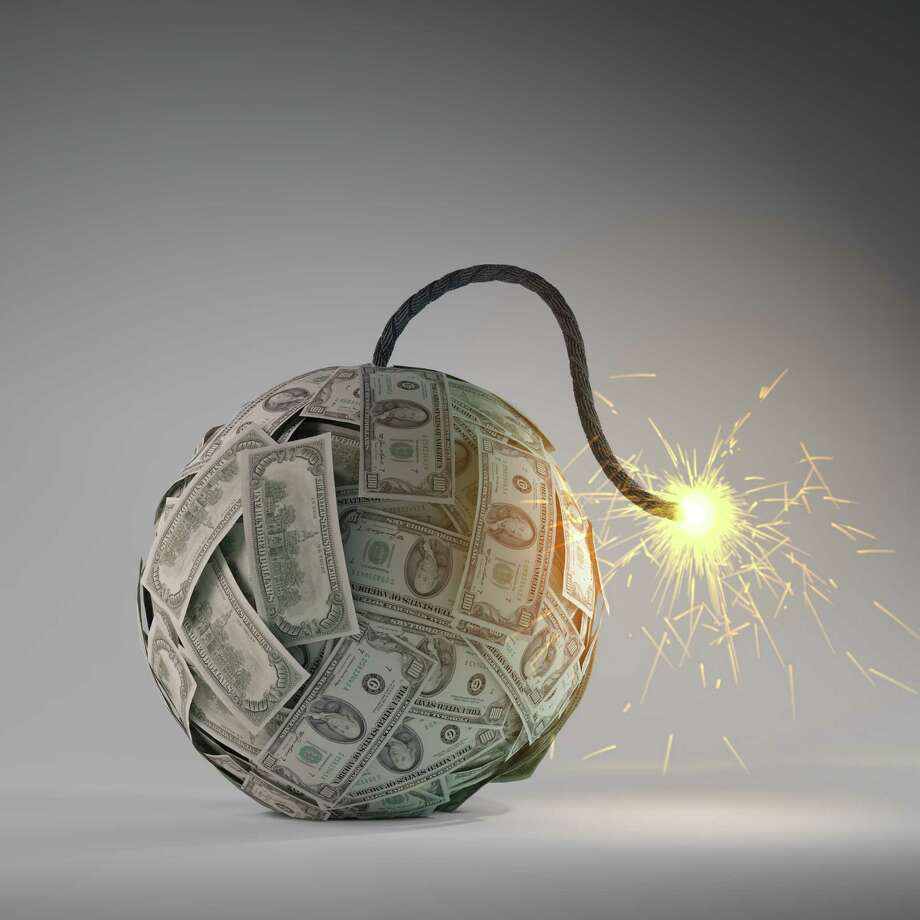 Financial crisis - an old bomb with a fuse made out of dollar bills Photo: Mopic / Mopic - Fotolia