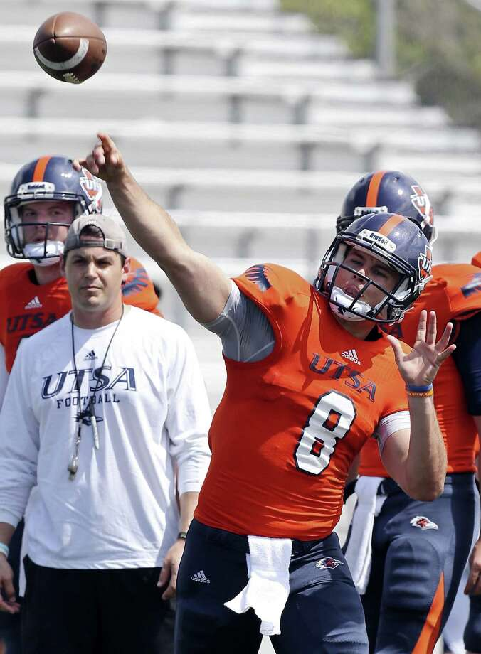 UTSA's Eric Soza throws a pass at Saturday's practice, but he did not play in the 11-on-11 portion of the drills because of a hamstring issue. Photo: Edward A. Ornelas / San Antonio Express-News