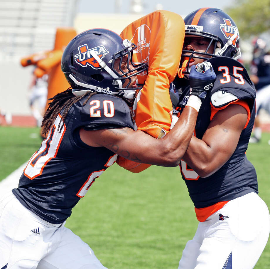 UTSA's Andre Brown (left) and UTSA's Dontae Caine run drills during practice Saturday March 23, 2013 at D.W. Rutledge Stadium. Photo: Edward A. Ornelas, Express-News / © 2013 San Antonio Express-News