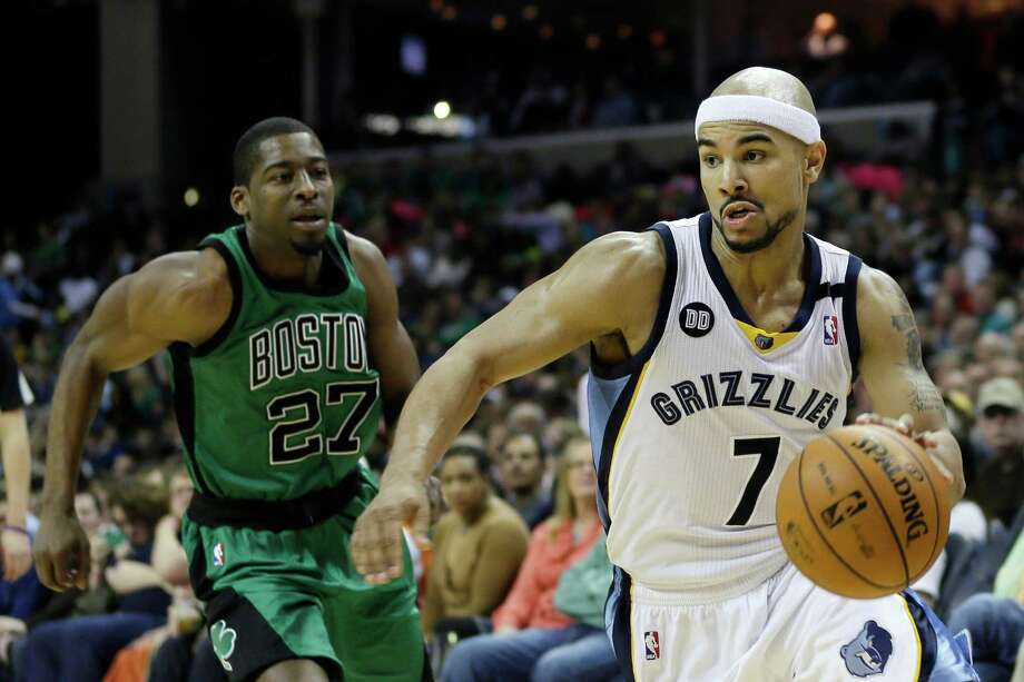 Jerryd Bayless, right, came up big for the Grizzlies, scoring 30 points to help knock off Jordan Crawford and the Celtics, who lost their fourth straight. Photo: Danny Johnston, STF / AP