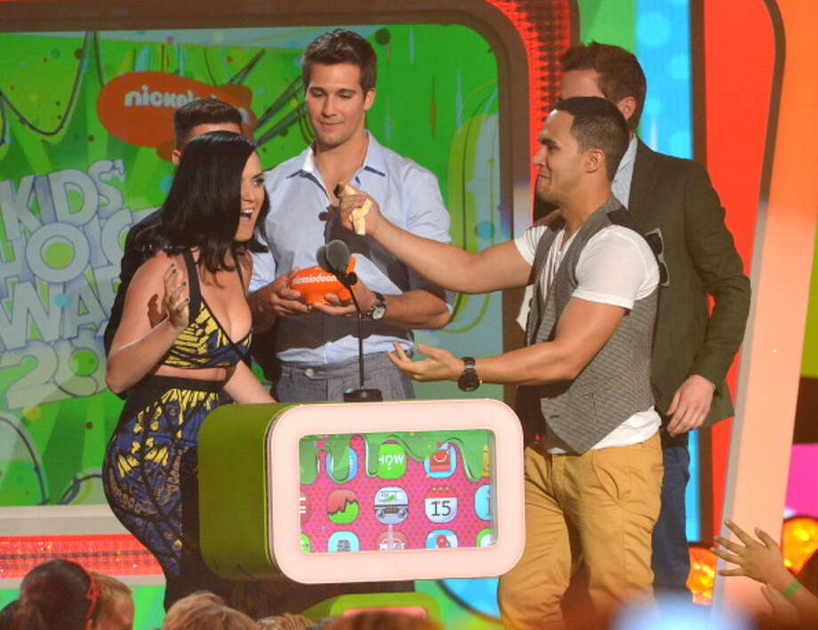 LOS ANGELES, CA - MARCH 23:  (L-R) Singers Logan Henderson, James Maslow, Carlos Pena Jr. and Kendall Schmidt of Big Time Rush help Katy Perry onstage during Nickelodeon's 26th Annual Kids' Choice Awards at USC Galen Center on March 23, 2013 in Los Angeles, California.  (Photo by Lester Cohen/WireImage) Photo: Lester Cohen, WireImage / Getty Images