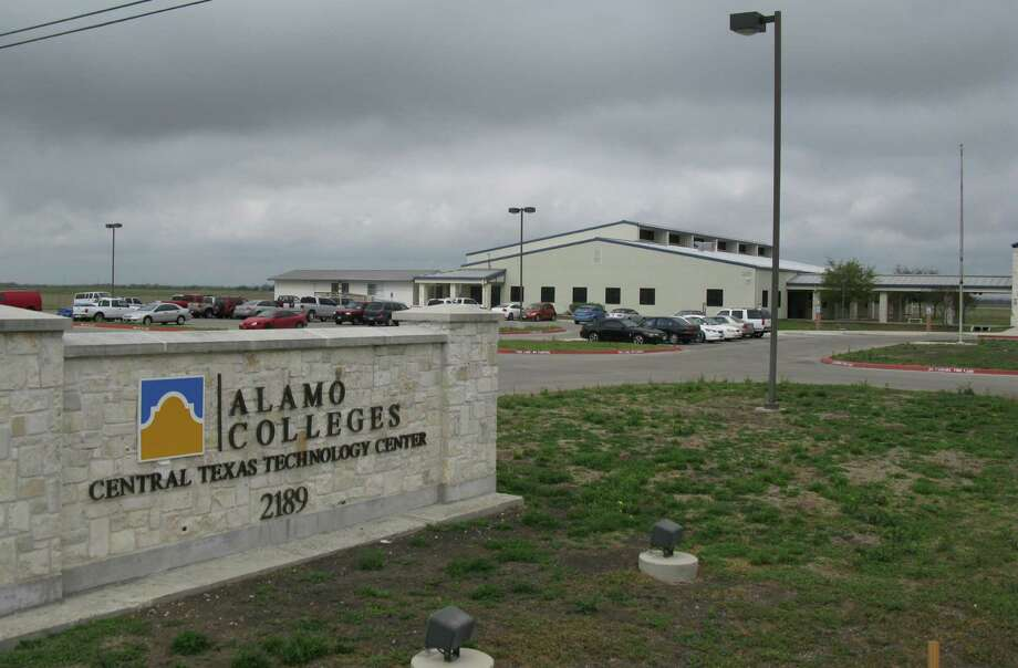 Heavy use of the Central Texas Technology Center in New Braunfels has spurred plans to double the size of the facility that's owned by the City of New Braunfels and staffed by faculty from Alamo Colleges. Photo: Zeke Maccormack, San Antonio Express-News / San Antonio Express-News