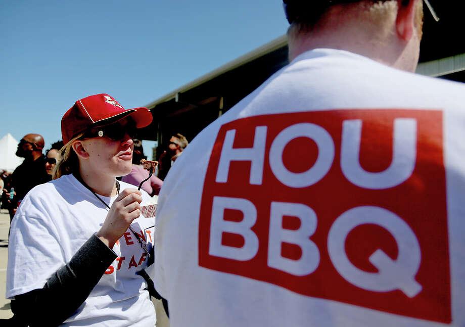 Megan Ketcham eats Corks Screw BBQ. Photo: Thomas B. Shea, For The Chronicle / © 2013 Thomas B. Shea
