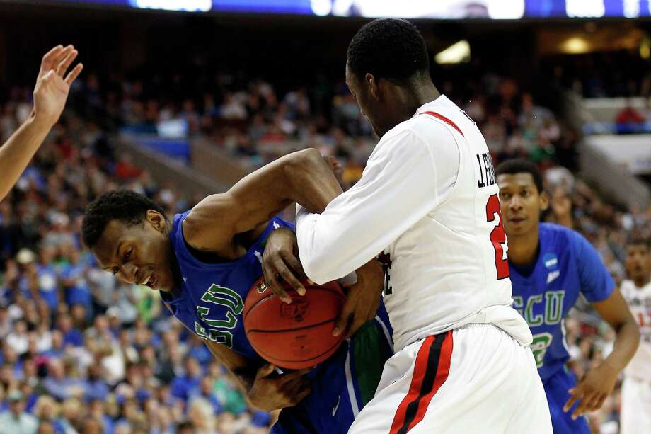 PHILADELPHIA, PA - MARCH 24:  Bernard Thompson #2 of the Florida Gulf Coast Eagles and Jamaal Franklin #21 of the San Diego State Aztecs battle for the ball in the second half during the third round of the 2013 NCAA Men's Basketball Tournament at Wells Fargo Center on March 24, 2013 in Philadelphia, Pennsylvania. Photo: Rob Carr, Getty Images / 2013 Getty Images
