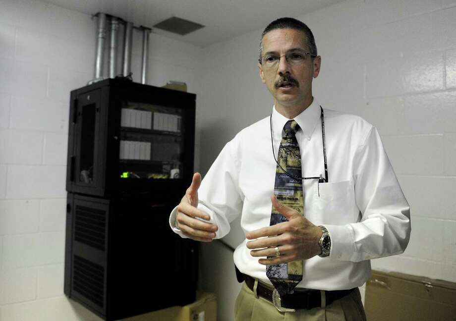 Senior Warden Michael Roesler discusses a cell phone blocking system being installed at the Stiles Unit of the Texas Department of Criminal Justice. Photo: Pat Sullivan, STF / AP