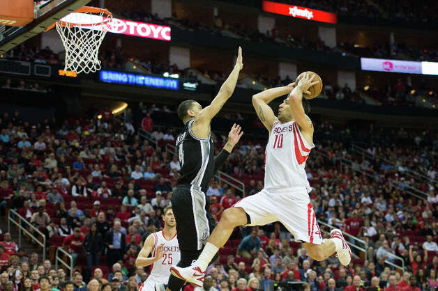 Rockets shooting guard Carlos Delfino drives to the basket past  Spurs shooting guard Danny Green. Photo: Smiley N. Pool, Houston Chronicle / © 2013  Houston Chronicle