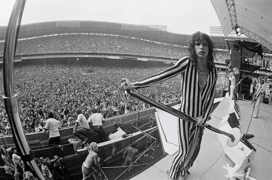 Steven Tyler of Aerosmith performs live on stage at RFK Stadium in Washington DC in May 1976. Photo: Fin Costello, Getty Images / 1976 Fin Costello