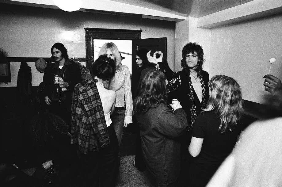 Steven Tyler of Aerosmith backstage at The Winterland Ballroom in 1974 in San Francisco. Photo: Richard McCaffrey, Getty Images / 1974 Richard McCaffrey
