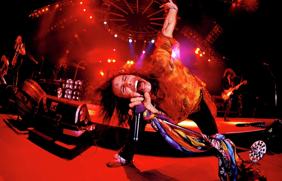 Steven Tyler performing live onstage in London in 1993. Photo: Mick Hutson, Getty Images / Redferns