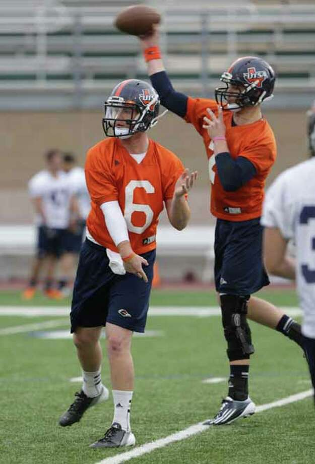 UTSA quarterbacks Tucker Carter, left, and Zach Conque during a practice on Wednesday, March 20, 2013 at Farris Stadium. Photo: BOB OWEN, San Antonio Express-News / © 2012 San Antonio Express-News