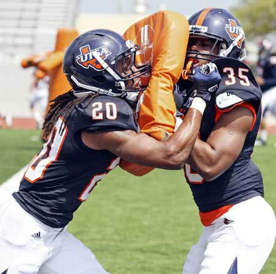 UTSA's Andre Brown (left) and UTSA's Dontae Caine run drills during practice Saturday March 23, 2013 at D.W. Rutledge Stadium. Photo: Edward A. Ornelas, San Antonio Express-News / © 2013 San Antonio Express-News