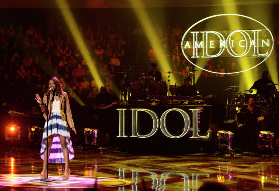 AMERICAN IDOL: Amber Holcomb performs in front of the judges on AMERICAN IDOL. CR: Michael Becker / FOX. Copyright / FOX.