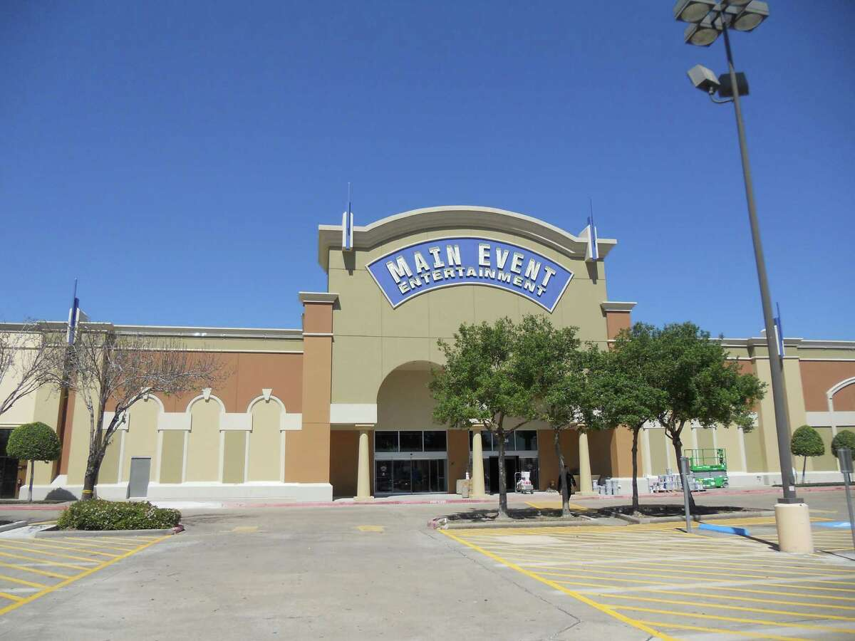 Main Event Entertainment is opening a store Tuesday in The Fountains on the Lake shopping center in Stafford, the company's fourth Houston-area location.