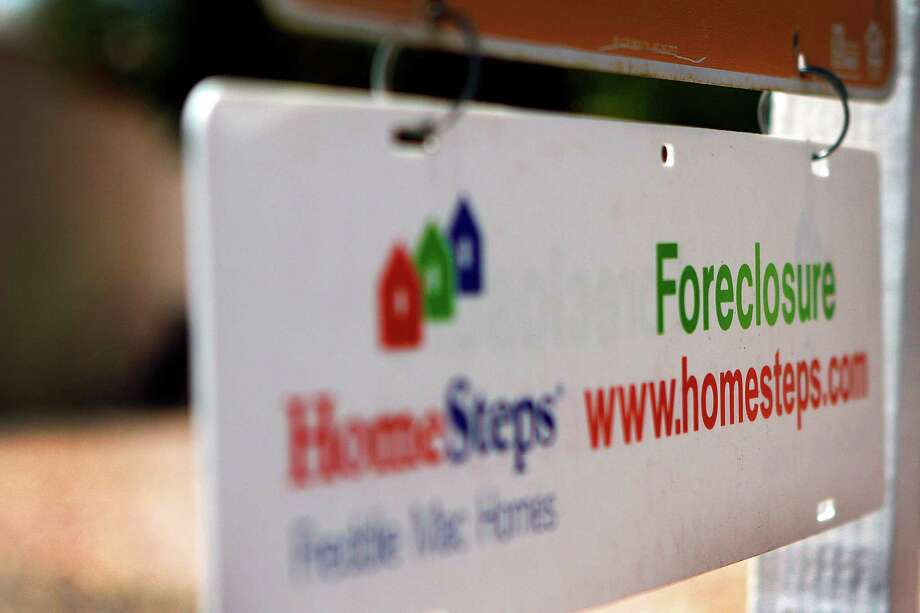 The number of homes in foreclosure in Southwestern Connecticut fell to their lowest level in more than two years, though the activity is still higher than the national rate. Photo: Joshua Lott, Bloomberg / © 2011 Bloomberg Finance LP
