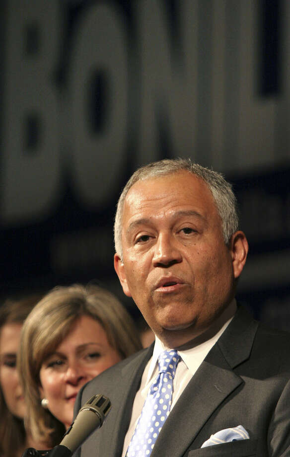 Former Rep. Henry Bonilla, R-San Antonio, used leftover campaign funds to contribute to 35 candidates. Photo: Bob Owen, San Antonio Express-News