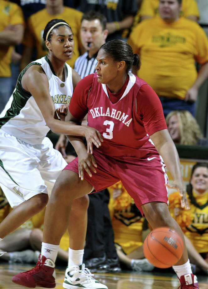 Former Baylor forward Danielle Wilson (left) is aiming for a Division II title with Dowling College. Photo: Rod Aydelotte / Associated Press