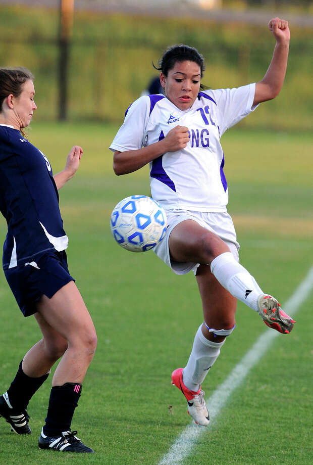 Port Neches-Groves' Makayla Johnson stretches to keep the ball in bounds during a playoff game with Hardin-Jefferson at Lamar on Monday. Photo taken Monday, March 25, 2013 Guiseppe Barranco/The Enterprise Photo: Guiseppe Barranco, STAFF PHOTOGRAPHER / The Beaumont Enterprise