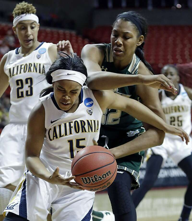 Brittany Boyd (front) and South Florida's Akila McDonald struggle for the ball. Photo: LM Otero, Associated Press