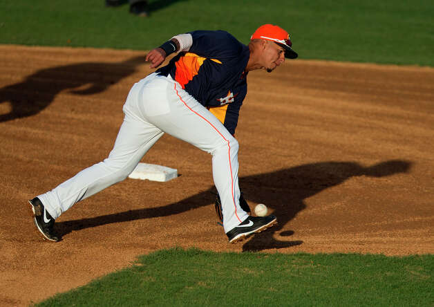Ronny Cedeno of the Astros fields a ground ball during the third inning. Photo: Evan Vucci