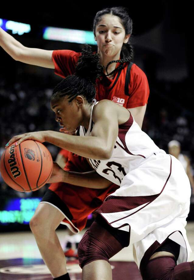 Courtney Walker and the Aggies had trouble getting untracked Monday night against Rachel Theriot and sixth-seeded Nebraska. Photo: Pat Sullivan, STF / AP
