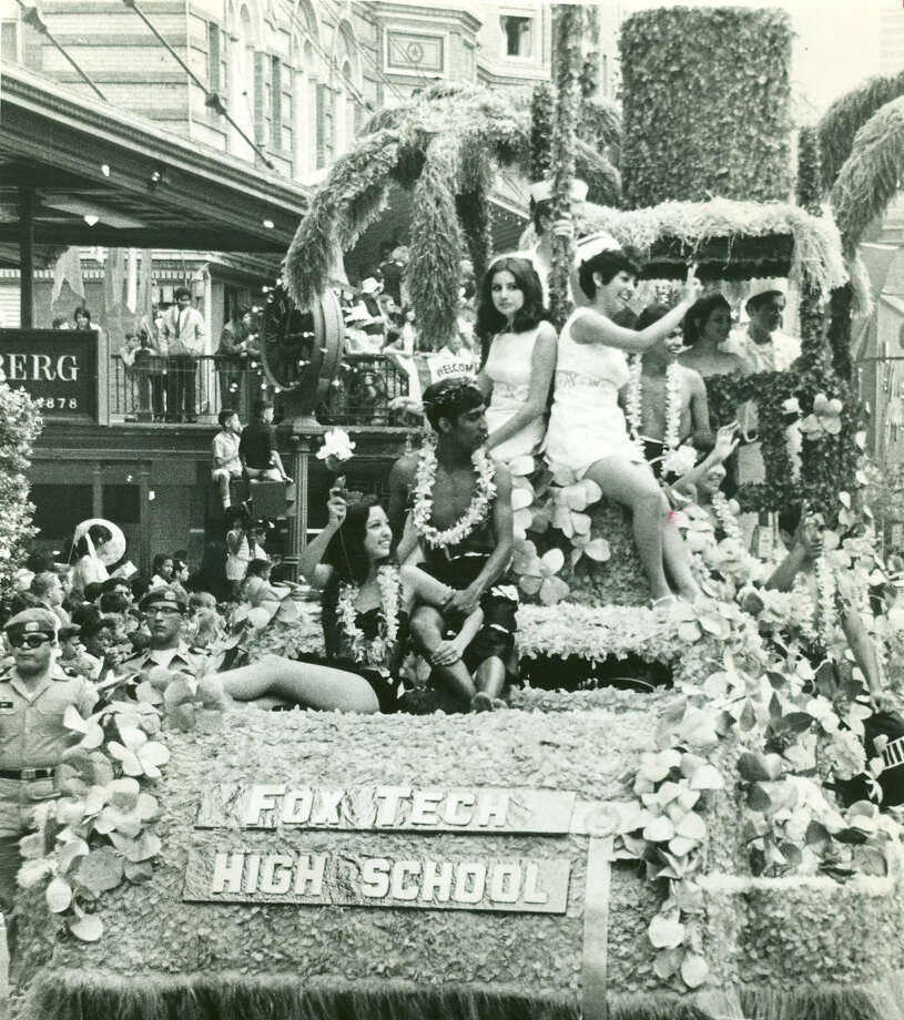 Battle of Flowers 1969: Fox Tech High School's float travels down Houston Street. Photo: San Antonio Express-News File Photo