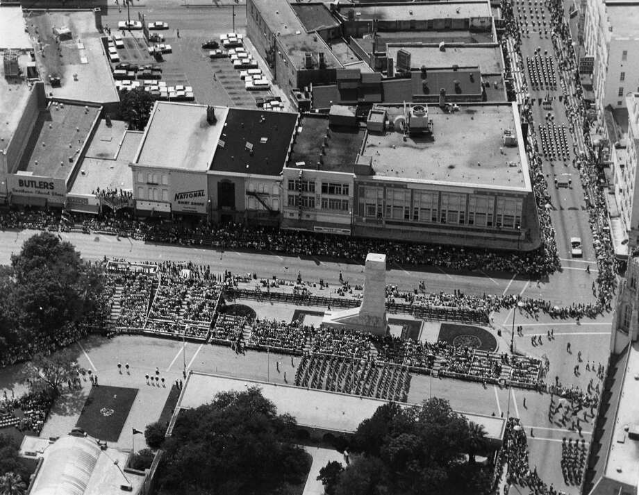 Battle of Flowers 1968: Aerial of the parade as it passes through Alamo Plaza. Photo: San Antonio Express-News File Photo